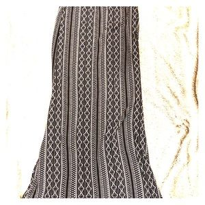 Maxi skirt black and white print